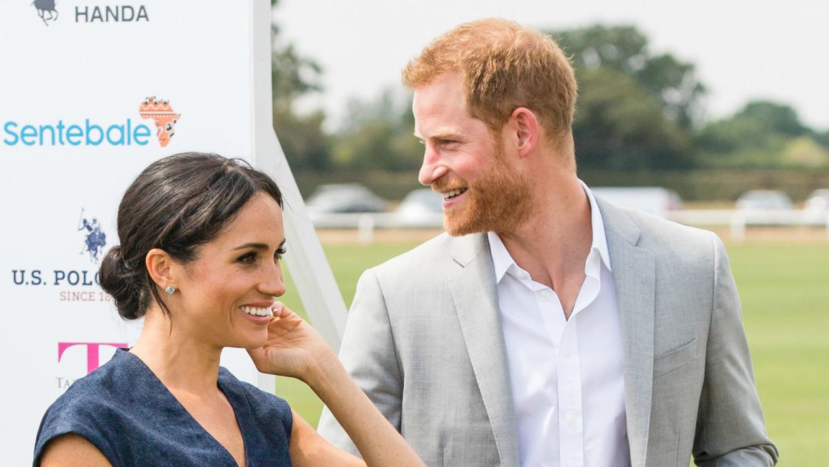 Prince Harry and Meghan Markle publish engagement photos Prince Harry and Meghan Markle publish engagement photos new photo