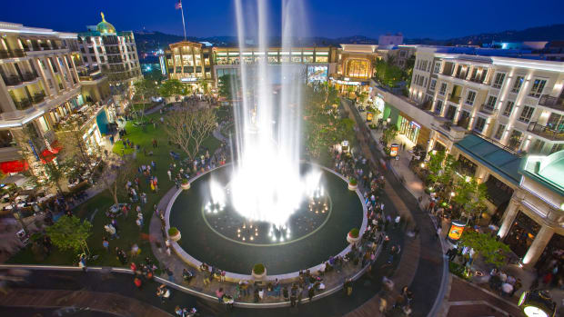 The fountain at Americana at Brand, photo credit Caruso-2
