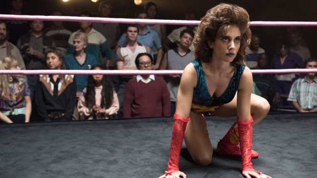 main-glow-netflix-wrestling-ring-alison-brie-ruth