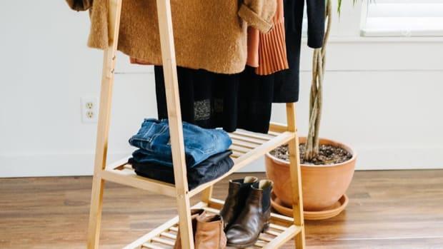 minimalist wardrobe capsule