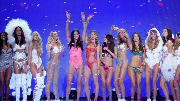 dc12e133f1 Here Is Every Model Walking in the 2016 Victoria s Secret Fashion Show