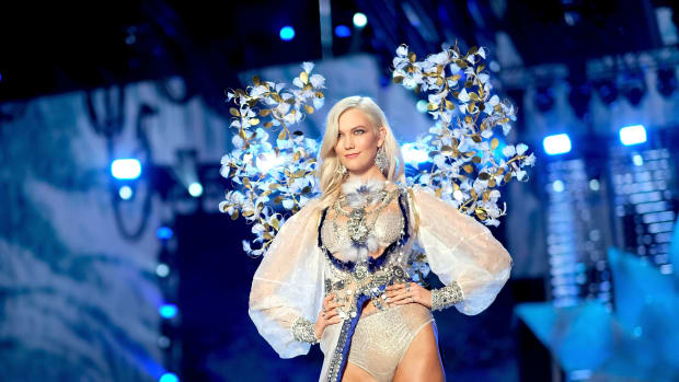 karlie kloss victoria's secret fashion show