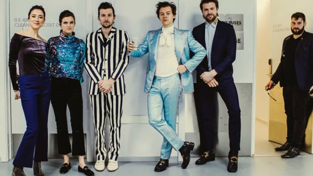 462bde8d7be harry-styles-gucci-suit-promo. Style