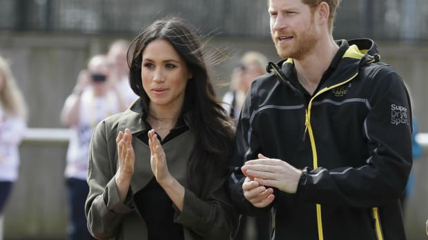 meghan-markle-aritzia-trench-1