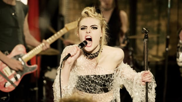 main-how-to-talk-to-girls-at-parties-zan-elle-fanning-punk-club