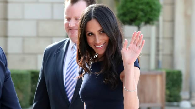 meghan-markle-wore-roland-mouret-dress-th