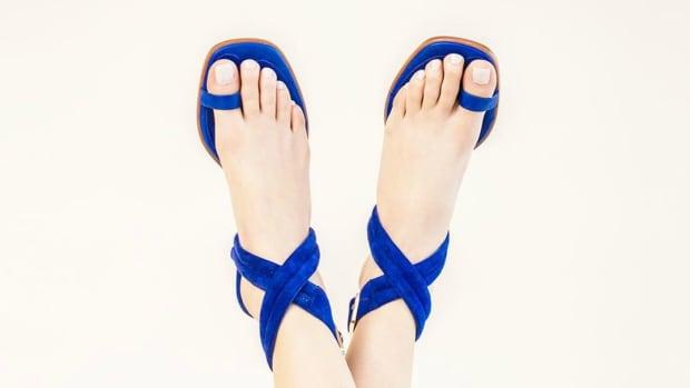 toe-loop-sandals