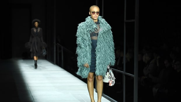 bottega-veneta-skipping-runway