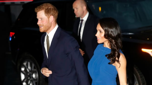 hp-meghan-markle-wore-blue-jason-wu-dress