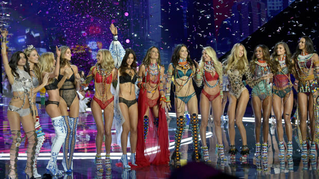 victorias-secret-fashion-show-every-model-walking