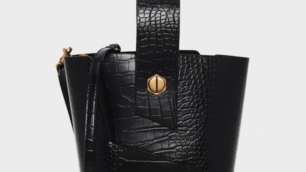 hp-charles-keith-wristlet-handle-bucket-bag-black