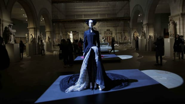 met-museum-costume-institute-heavenly-bodies-most-visited-exhibition-th