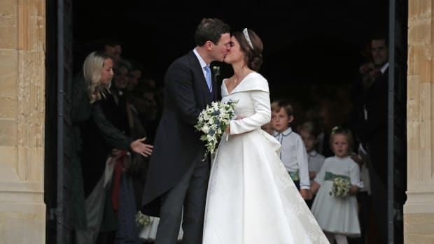 princess eugenie wedding dress designer-