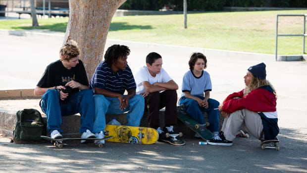 hp-jonah-hill-mid90s-movie-skater-style-outfits