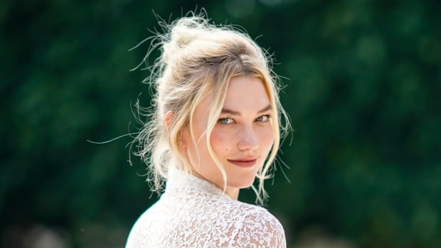 karlie-kloss-married-dior-wedding-dress-th