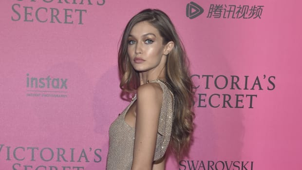 gigi-hadid-vs-after-party-carpet