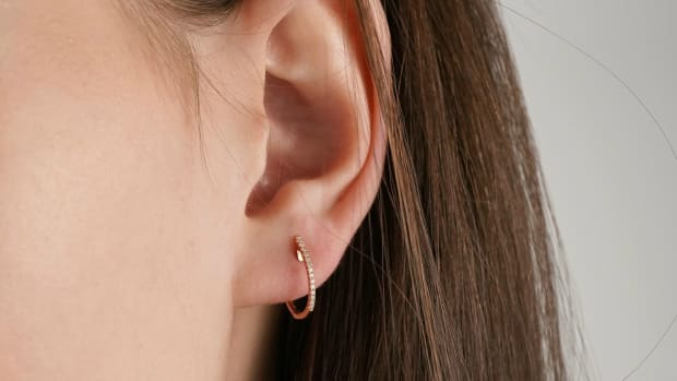 mejuri-diamond-line-hoops-th
