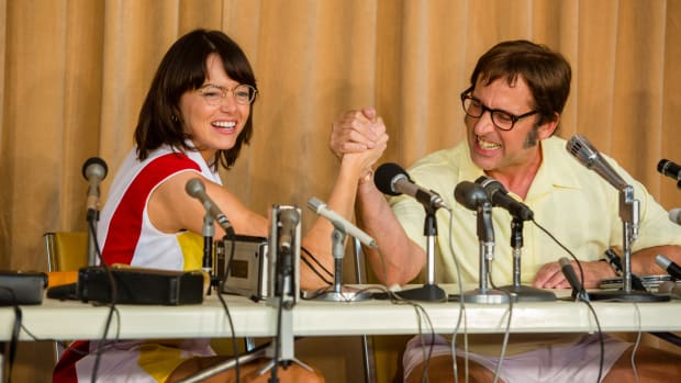 main-battle-of-the-sexes-emma-stone-steve-carrell-arm-wrestling