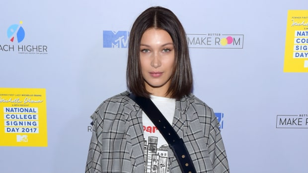 hp-bella-hadid-sneaker-shopping-complex
