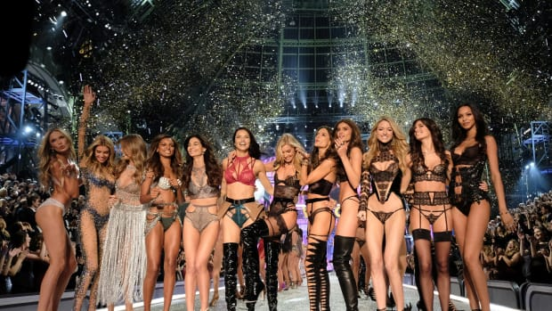 victorias secret fashion show visa problems