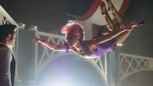 main-the-greatest-showman-zac-efron-zendaya-purple-leotard