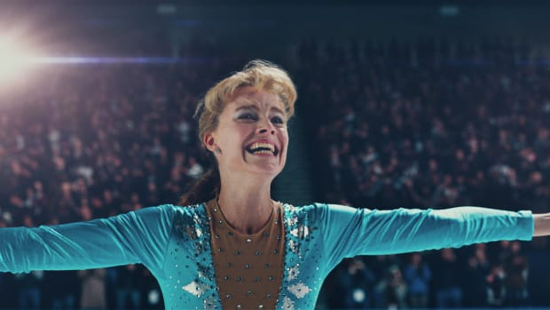 main-i-tonya-harding-margot-robbie-blue-ice-skating-outfit
