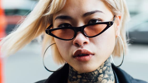 street-style-fall-2018-it-items-tiny-sunglasses-2