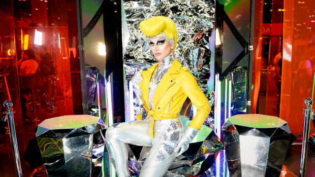 aquaria-drag-shopping-3