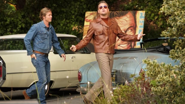 main-once-upon-a-time-in-hollywood-cliff-brad-pitt-rick-wrangler-jean-jacket-leonardo-dicaprio-leather-jacket
