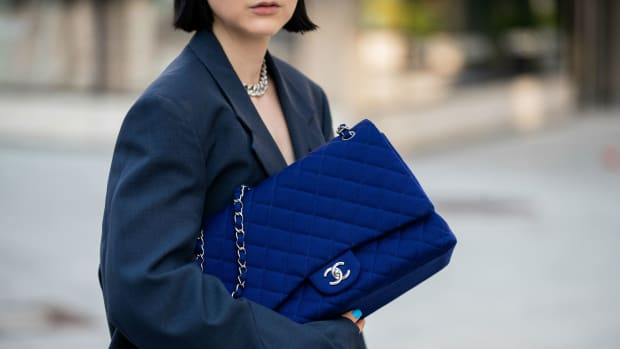 chanel bag street style crop