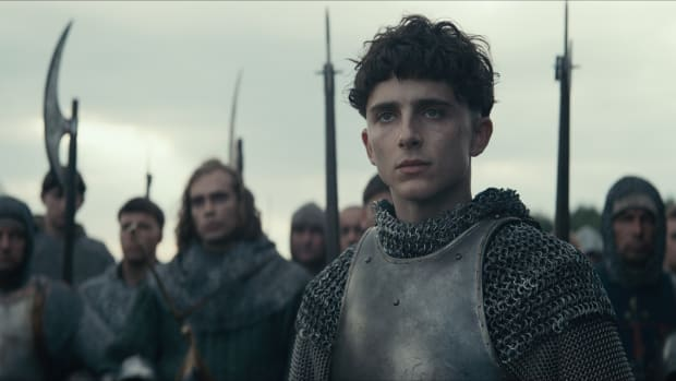 main-the-king-timothee-chalamet-armor-bowl-cut-netflix