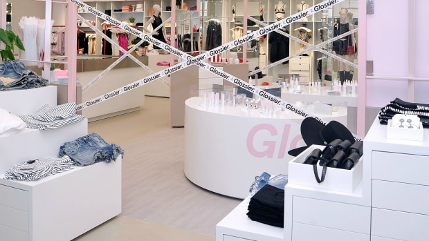 glossier-pop-up-department-stores
