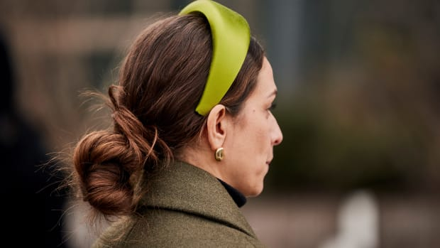 woman wearing a padded headband