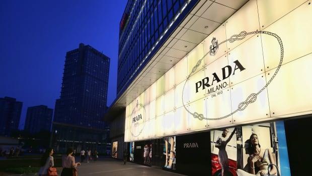 prada-apologizes-monkey=black-face