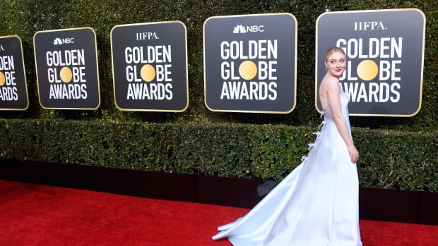 2019 golden globes awards dakota fanning armani prive