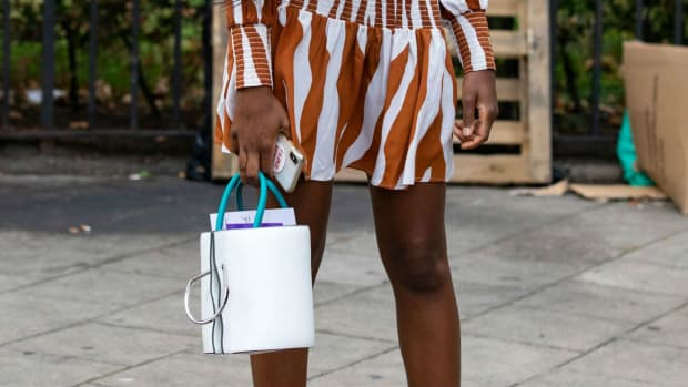 bucket-bag-spring-2019-street-style-28-crop
