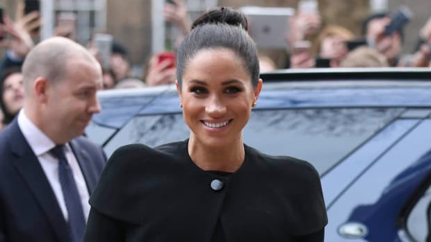 hp-meghan-markle-wore-givenchy-coat-black-dress-acu