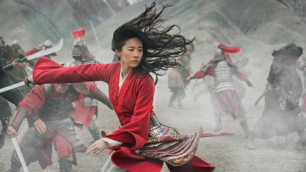 disney-mulan-yifei-liu-red-army-uniform (1)