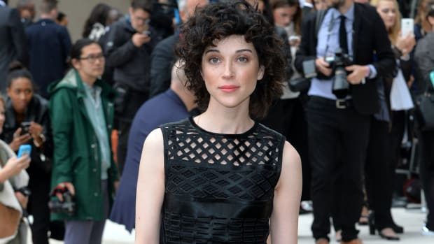 st-vincent-annie-clark-burberry-september-2015 copy