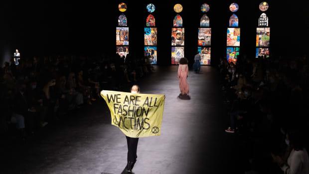 dior protestor we are all fashion victims extinction rebellion