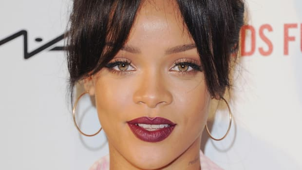 rihanna-curtain-bangs-promo