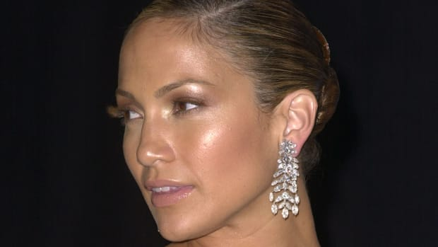 jennifer-lopez-glowing-skin-makeup-promo