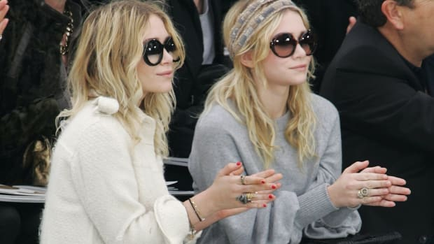 mary-kate-ashley-olsen-chanel-fall-2008-front-row copy