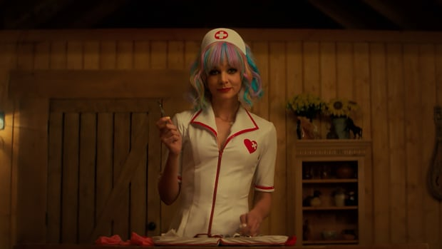 promising-young-woman-carey-mulligan-nurse-outfit (1)