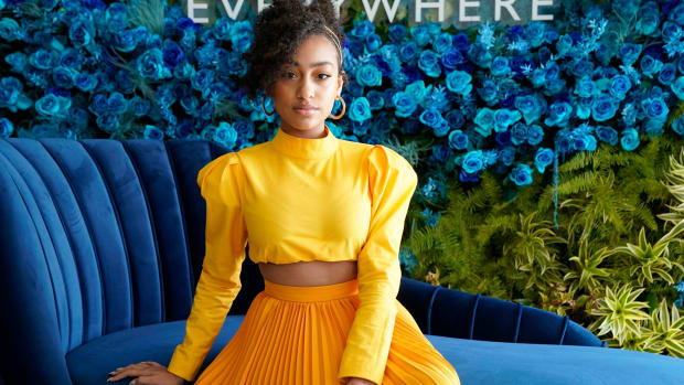 lexi-underwood-yellow-top-skirt-little-fires-everywhere-hulu (1)