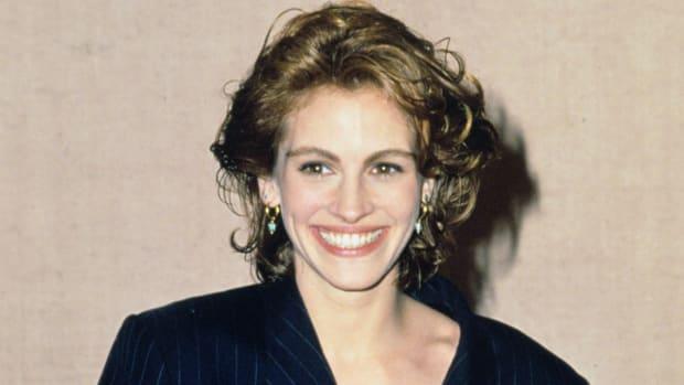 julia roberts 1991 golden globes suit 2 (1)