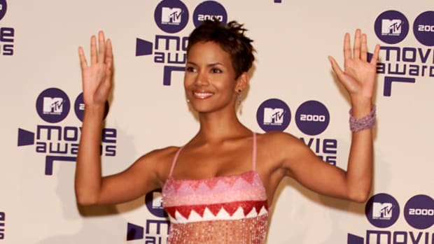 halle berry 2000 mtv awards (1)