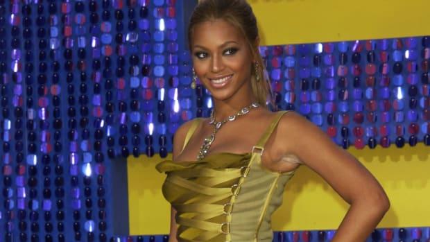 beyonce-versace-dress-mtv-movie-awards-2003 copy