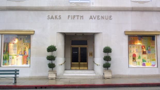 saks-fifth-ave-store-front-promo