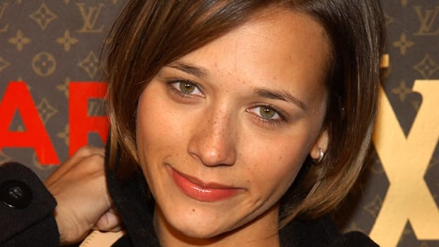 rashida-jones-freckles
